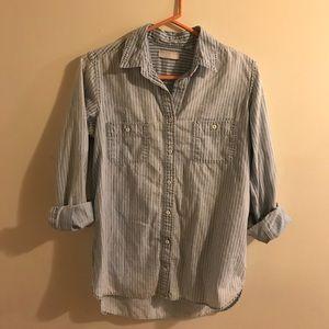 Uniqlo crop sleeve button down shirt